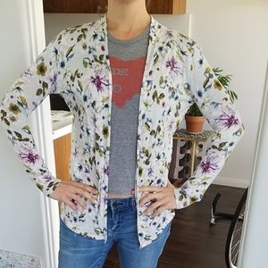 Floral, thin sweater. No buttons, zippers, pocket
